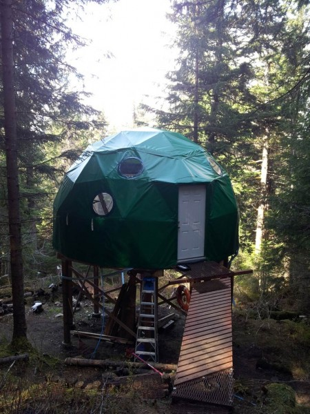 elevated-tiny-dome-cabin-1