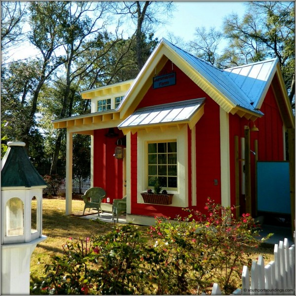 The little red bungalow beautiful tiny cottage tiny for Beautiful small houses