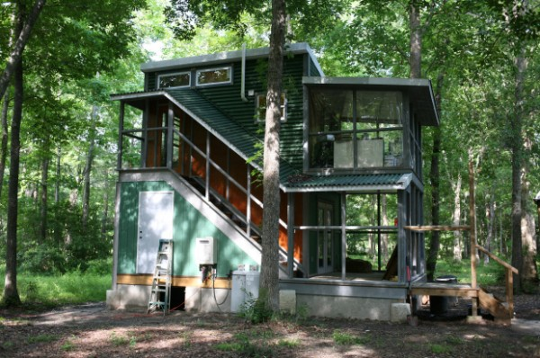 Two story foundation tiny house the hobo house tiny for Container maison legislation
