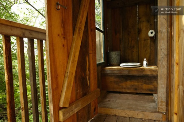tree house rustic bathroom