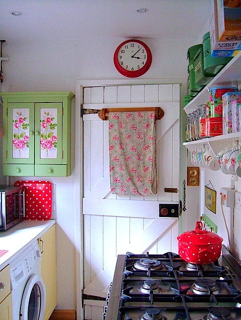 shabby-chic-tiny-kitchen