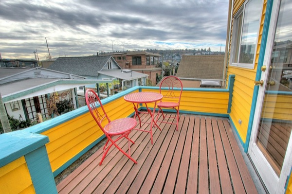 funky-tiny-but-pricey-boathouse-in-seattle-for-sale-07