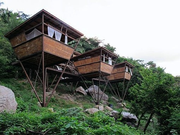 v-house-floating-micro-cabins-in-the-jungle-001