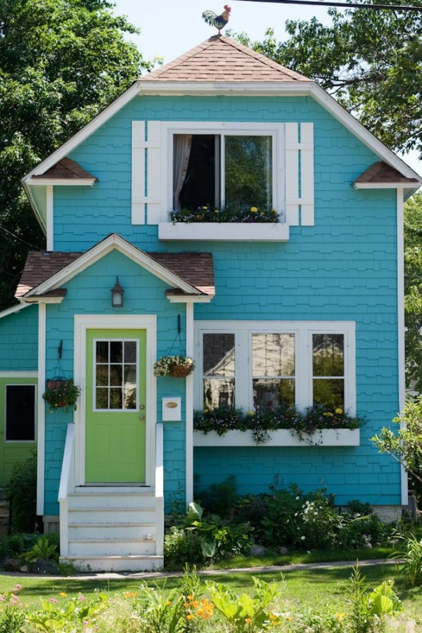charming-little-blue-cottage