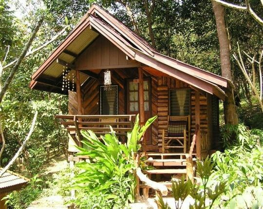tropical-tiny-cabin