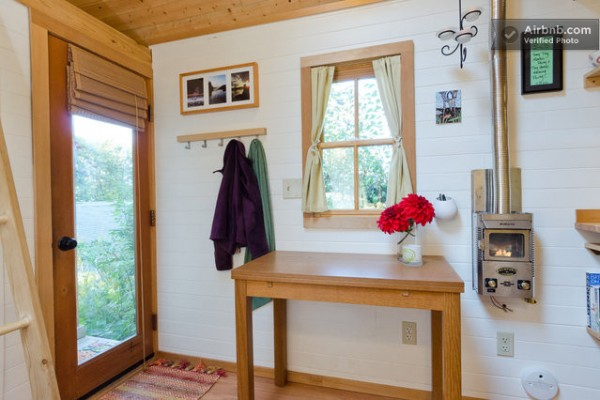 fencl-tiny-cottage-on-wheels-04