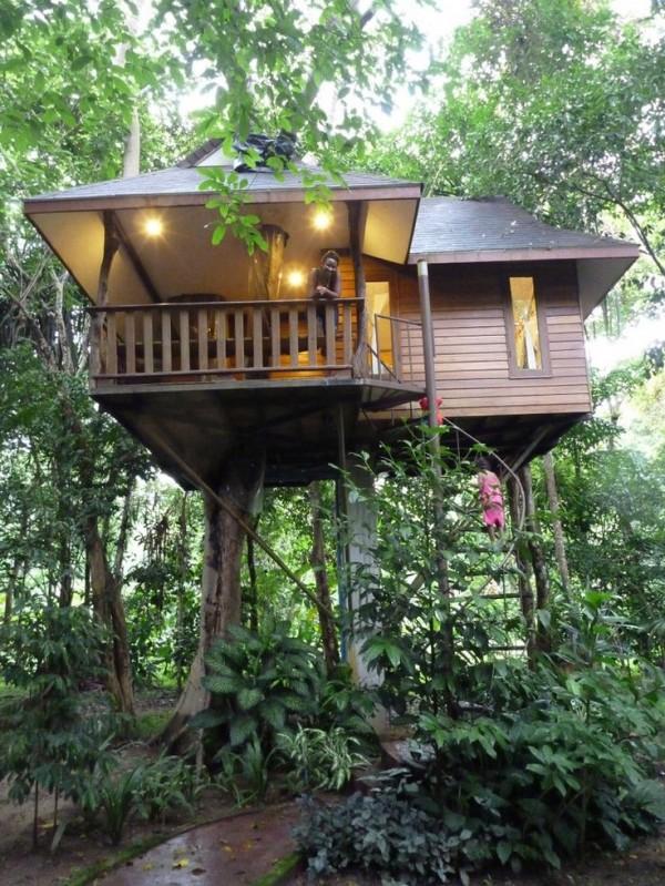 tiny-treehouse-cabin