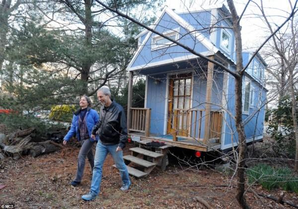 couple-retire-in-tiny-house