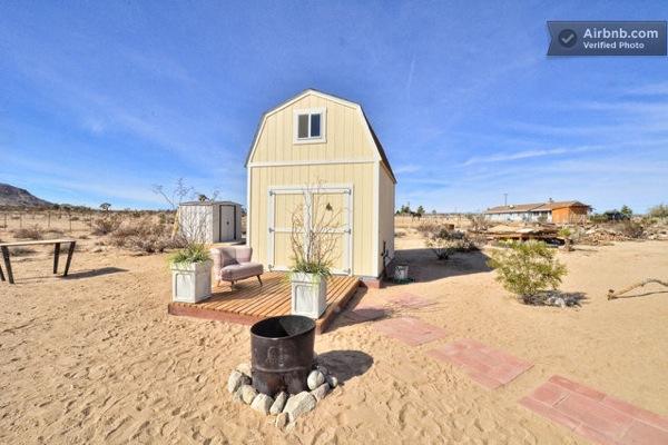 Tiny Barn House in the Desert-01
