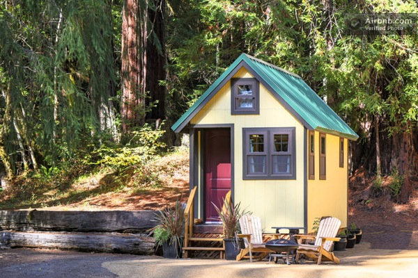 california-tiny-house-on-wheels-for-rent-vacation-01