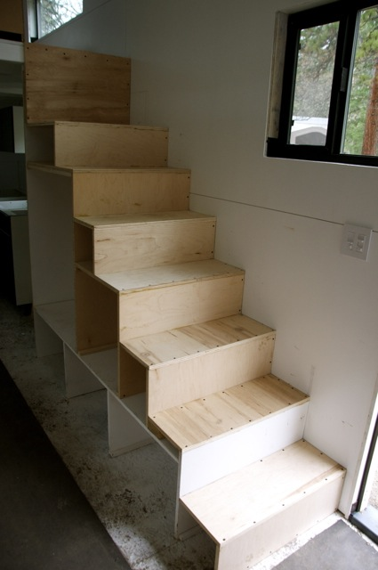 How to build a staircase with storage for your tiny house