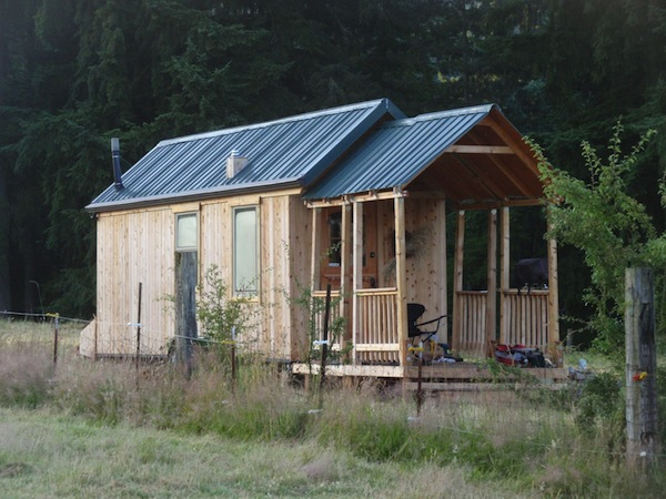 big-porch-for-tiny-house-on-wheels-03