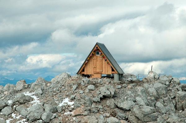 micro-a-frame-moutain-bunk-house-cabin-001