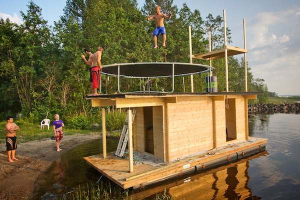 awesome-tiny-house-on-the-water-floating-7