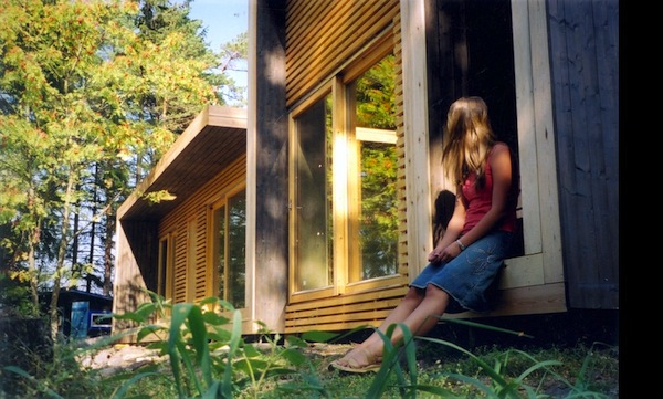 unique-modern-tiny-cabin-small-summerhouse-aaland-002