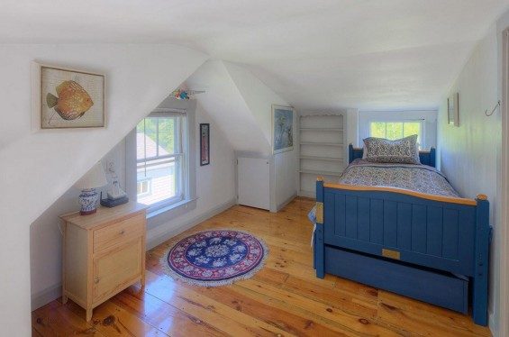 School-House-Turned-500-sq-ft-Tiny-Cottage-008